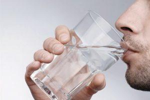 ۱۷ نکته مهم نوشیدن آب از نگاه طب سنتی و اسلامی