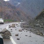 زلزله سبب ریزش کوه در جاده ثلاثباباجانی شد