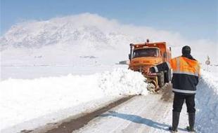 بازگشایی راه ۴۸ روستای محاصره در برف/ امدادرسانی به ۵۵ خودرو